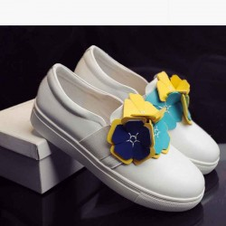 European market and the US market the new Four Seasons style ladies' shoes low price discount leather fashion all match flower decoration lady flat shoes