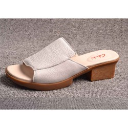 Ms. sandals new summer sandals new style lady leather open-toed shoes brand leather slippers Ms. slippers low prices