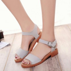The new style summer sandals ladies low heel buckle flat with open-toed shoes, casual beach sandals Baotou Posey