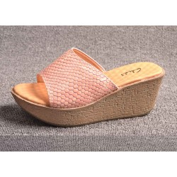 New style lady summer sandals leather sandals word on the new shape of ladies' shoes tide bottomed slippers Ms. slippers discounts