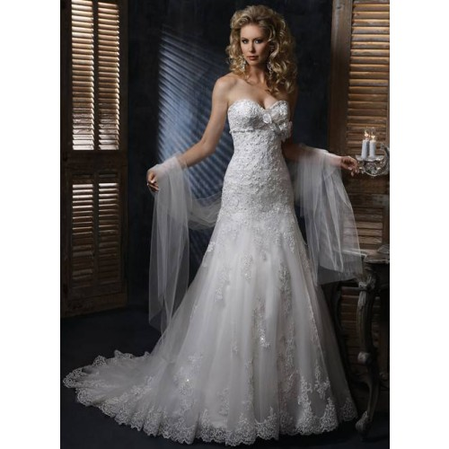 Low price of high-end quality products luxury lace long tail collar Slim line wedding dress new style wedding dress with a v-shaped