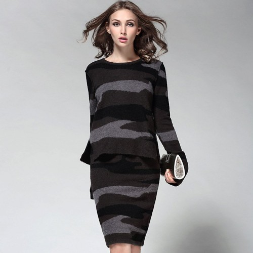 The new style camouflage print knit shirt package hip skirts step skirt suit