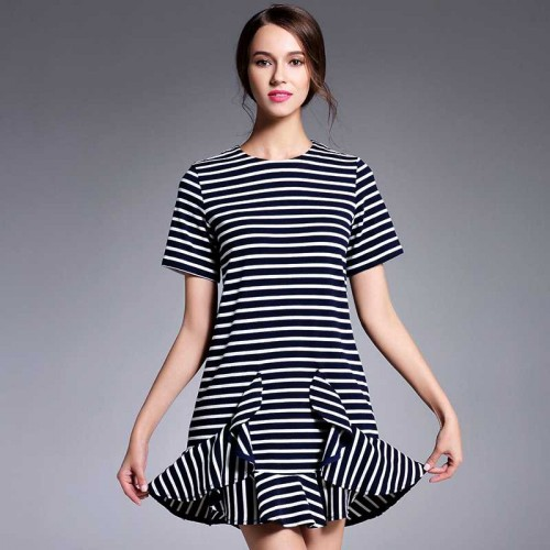 Ms. autumn new models to the same uncle Fashionable striped round neck short-sleeved dress
