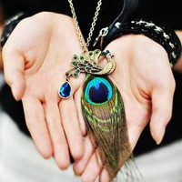Women & #039;S Peacock Feather Diamond Vintage Necklace