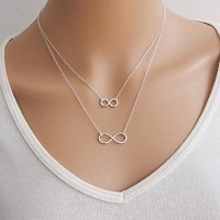 Women & #039;S European Lucky 8 Alloy Skinny Pendant Necklace (1 Pc)