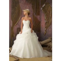The new style low price wedding white long tail wedding discount sales in Europe and the US market attractive promotions