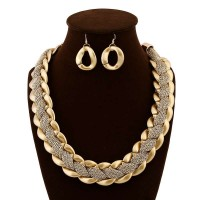 Fashion Europe and the United States market popular luxury golden webs wound exaggerated necklace trend clothing accessories