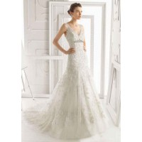 The new style low price wedding dress long tail on both sides of the shoulder fishtail wedding dress white V-collar wedding custom discounts