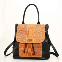 The new head layer of serpentine shoulder bag lady leisure leather backpack personality bag fast delivery