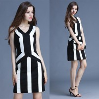 European high-end international brands stand slim black and white striped stitching European market and the US market, v-shaped collar sleeveless dress a word skirt style