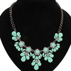 Beishiqi Women & #039;S Fashion Temperament Elegance Candy Color Flower Gem Necklaces
