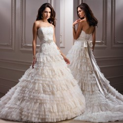Discount low price high fashion wedding dress low-cut lace straps lovely temperament Ms. Wang wedding cake layer